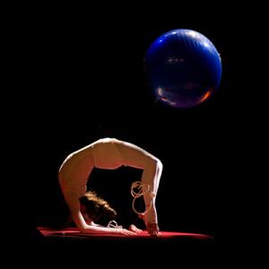 Logo page contorsion